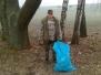 Senioři uklízí břehy markovického rybníka 2013